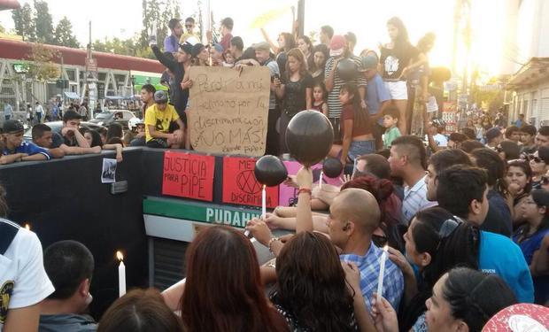Protesta en estación Pudahuel, repudian discriminación contra un joven ciego que se suicidó tras ser humillado por guardia