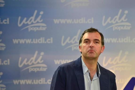 Ernesto Silva no aguantó la presión al interior del partido: Renunció a la presidencia de la UDI