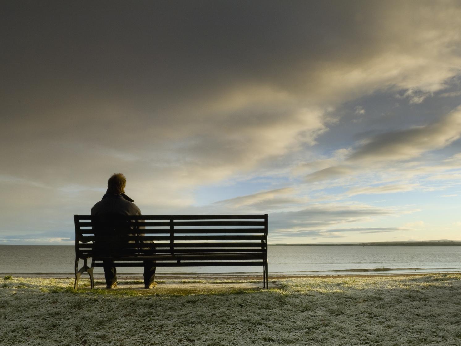Estudio sugiere que la soledad aumenta el riesgo de muerte prematura