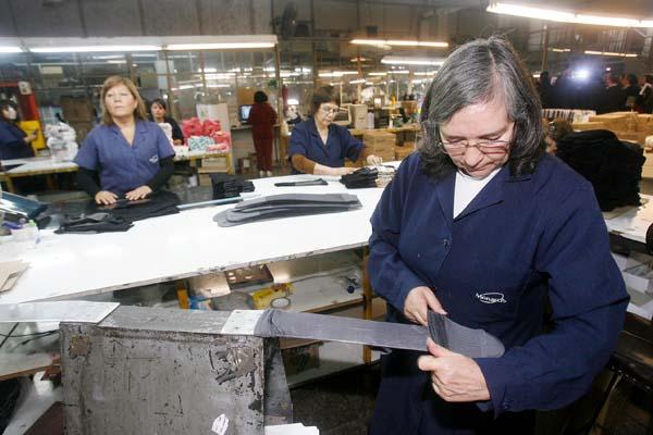La Tasa de Desocupación total se mantiene en 6,1% y la femenina alcanza el 7,3%