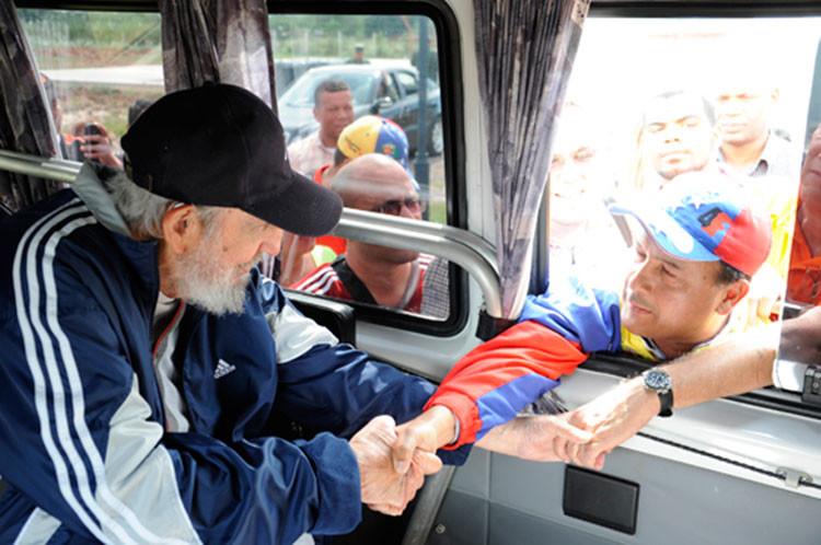Fidel Castro reaparece en público para saludar a delegados venezolanos (FOTOS)