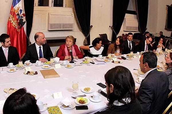 Bachelet anuncia su retiro de la política durante desayuno con la Prensa Nacional en el Palacio de La Moneda