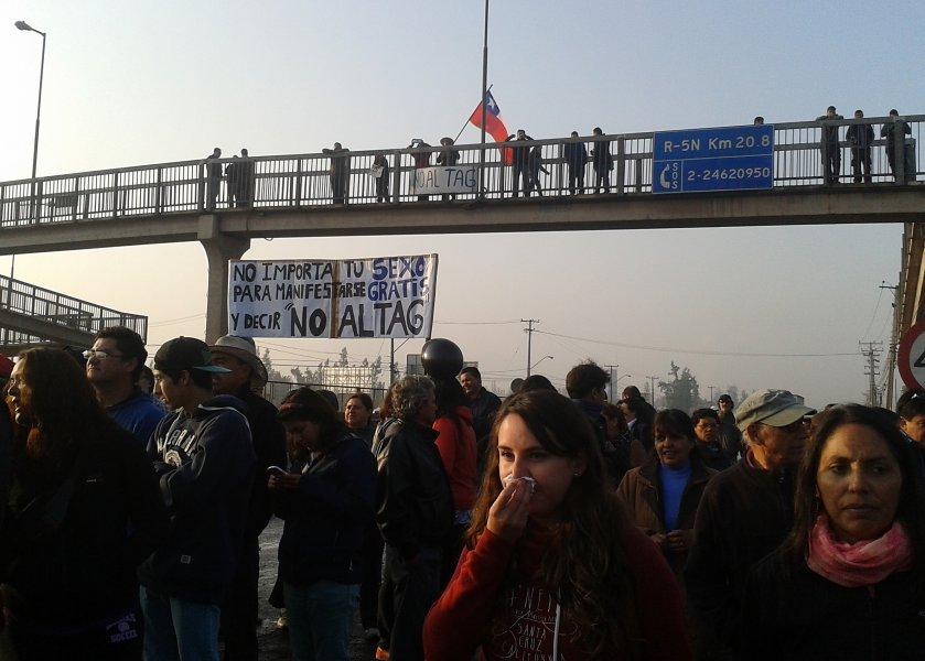 Taco de 4 kilómetros por la protesta de los vecinos de Lampa en la Ruta 5 Norte