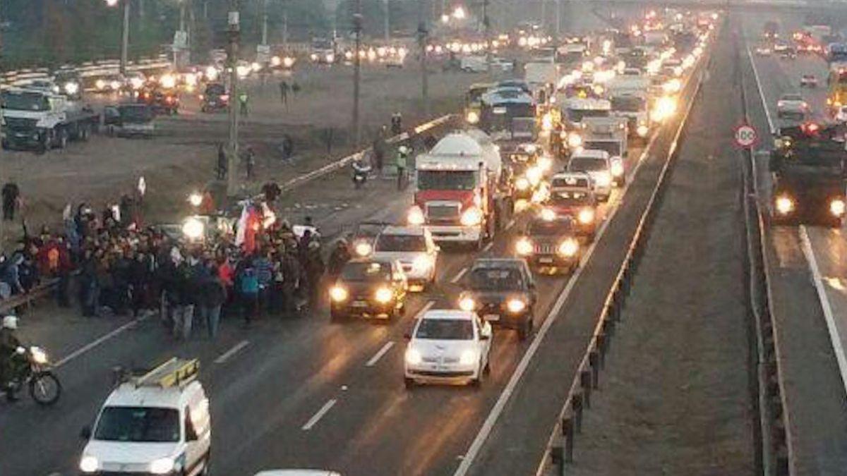 Lampa y Til Til continúan con manifestaciones en la ruta 5 Norte
