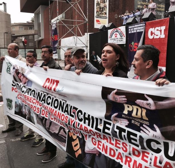 Ex funcionarios de Carabineros, PDI y FFAA marcharon junto a la CUT
