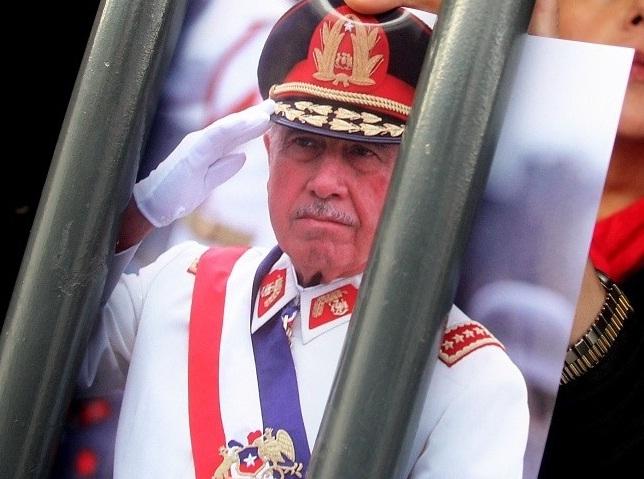 Justicia determina que Pinochet le robó más de 6 millones de dólares al Estado