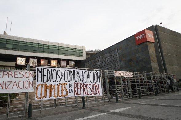 Instalaciones de TVN tomadas por estudiantes de la U de Chile