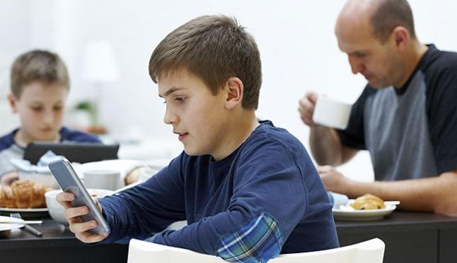 El contrato propuesto por la policía española para regular el uso de internet en menores