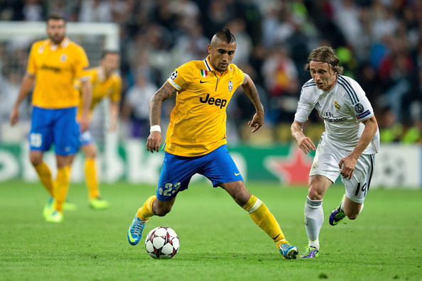 Un grandísimo Vidal complica las cosas al Real Madrid