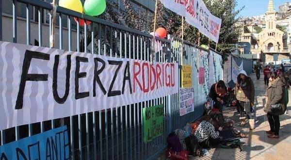 Familia de Rodrigo Avilés presentó querella contra responsables de la agresión