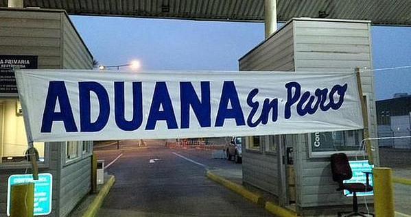 Desde este miércoles y de modo indefinido, Aduanas comienza paro en todo Chile