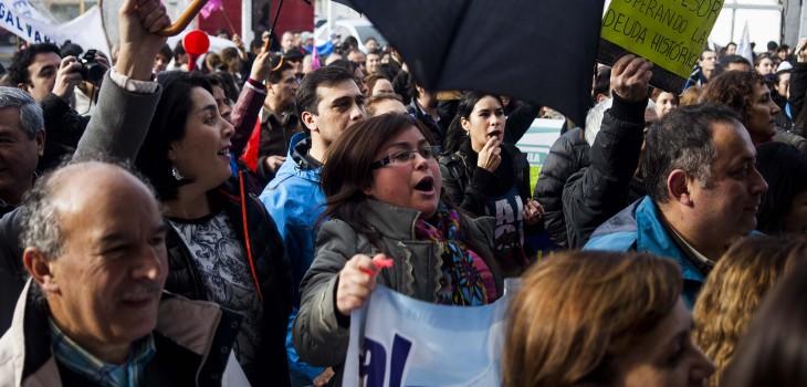 Profesores y estudiantes marchan por Temuco