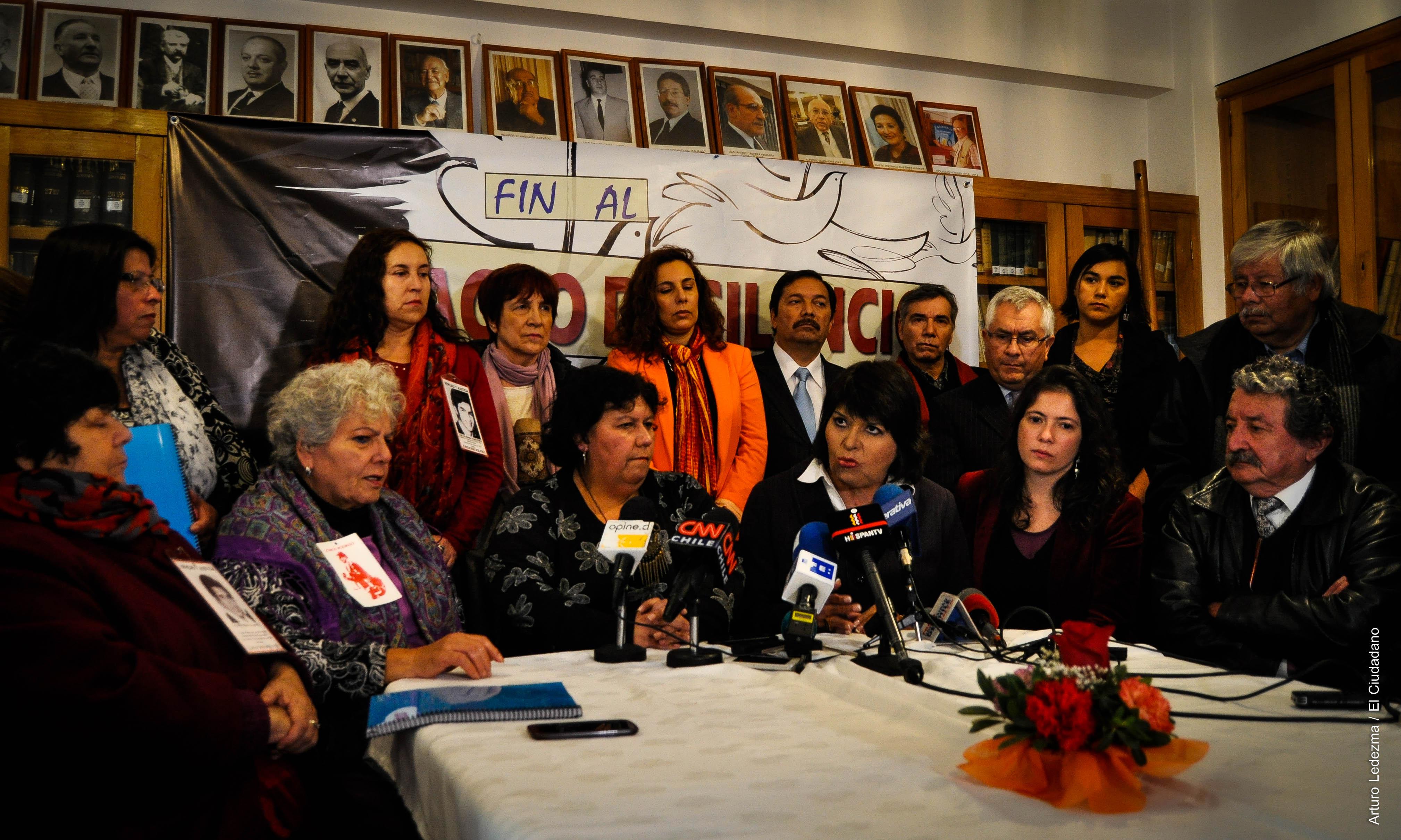 """Lanzan plataforma social por Justicia y anuncian carta a Bachelet: """"Se ha institucionalizado una impunidad social, moral y política, que es total"""""""