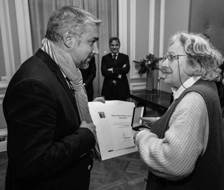 Ministro Ottone entregó la Orden al Mérito Pablo Neruda a Ariane Mnouchkine