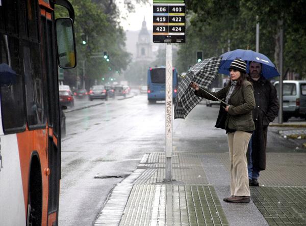 Lluvias acompañarán a Santiago hasta septiembre