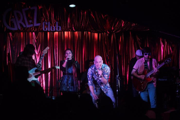 Norambuena y la Banda Deluxe: Los músicos que se han lucido en todos los escenarios de la noche santiaguina