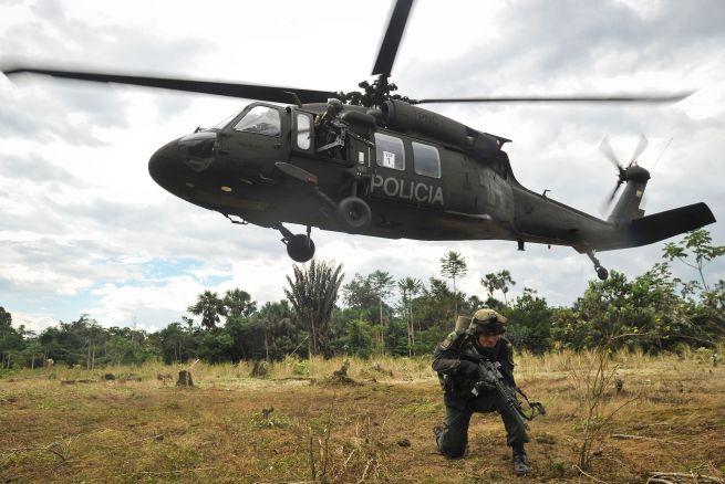 Colombia: Mueren 15 policías al caer helicóptero en operación contra banda criminal