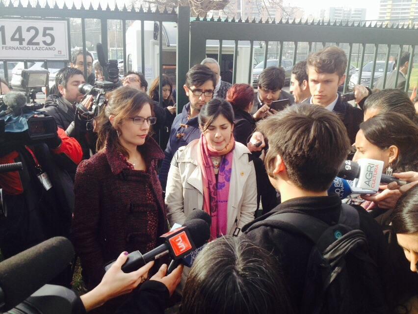 Dirigentes sociales entregan carta a Bachelet en medio del conclave de la Nueva Mayoría