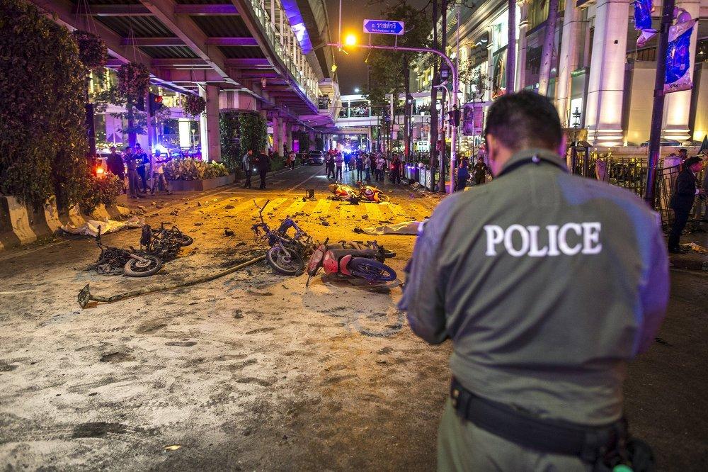 Policía tailandesa busca a un sospechoso grabado en el lugar de la explosión