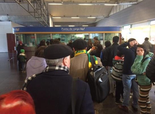 Los trabajadores de las cajas del Metro se preparan para posible huelga
