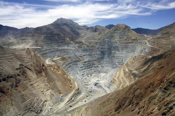 1.500 trabajadores de la minera El Abra podrían ser despedidos por reducción de personal