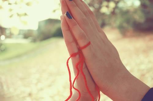 3 Maneras para saber como eres en el amor basándote en tu dedo meñique