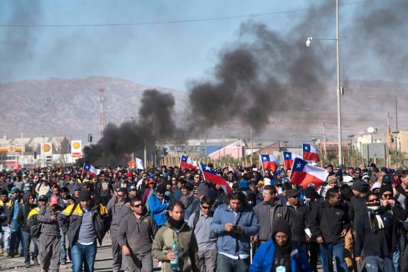 Bloqueado el acceso a minas tras protesta de contratistas de Codelco