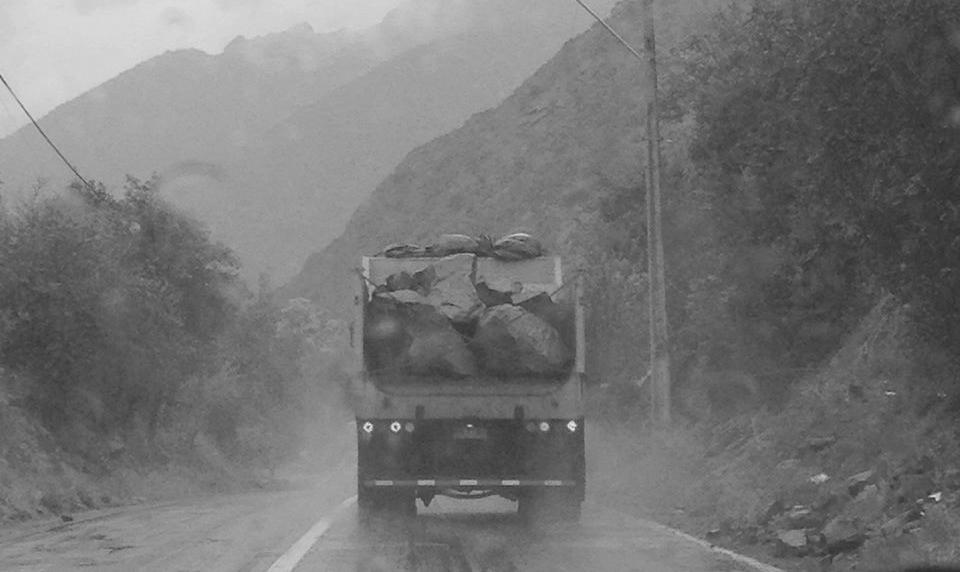 Denuncian inseguro traslado de rocas en camiones de Alto Maipo
