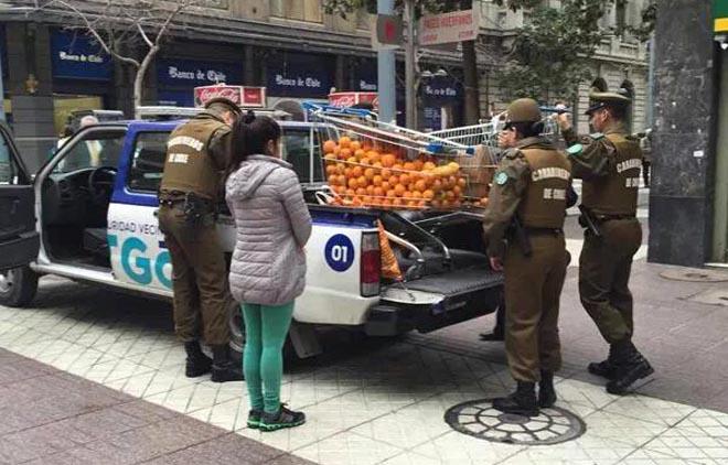 Dando jugo: Las burlas a Carabineros por decomiso de carro de naranjas