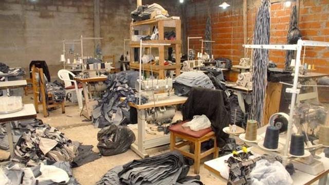Explotación laboral: indignación por un taller clandestino que trabajaba para grandes marcas de ropa