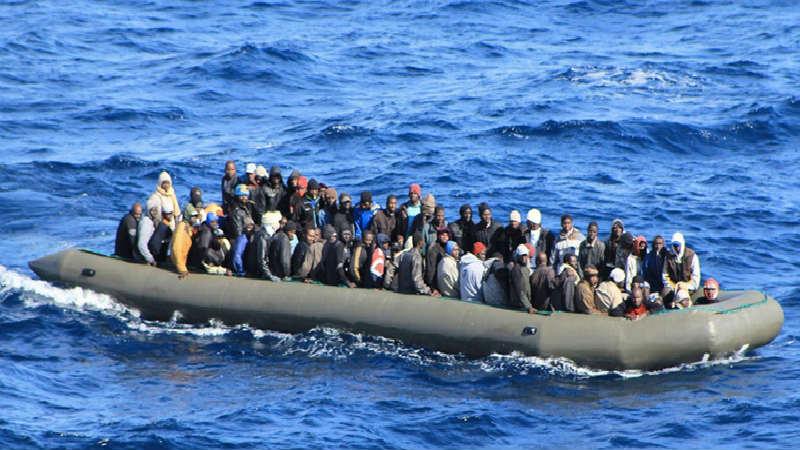 Informes: La UE aprueba una acción militar contra los traficantes de personas en el Mediterráneo