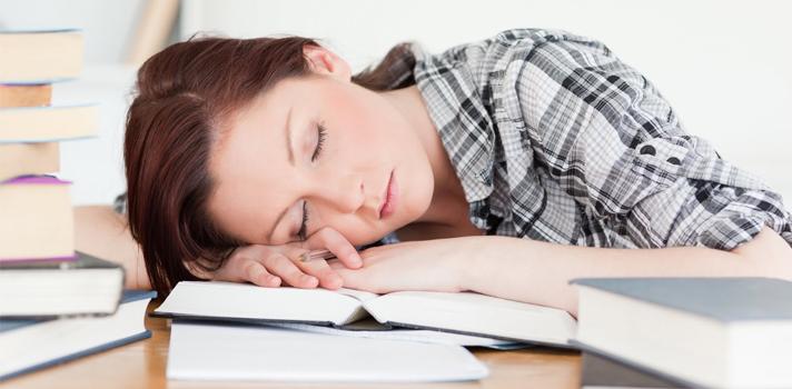 Cómo estudiar por la noche sin quedarte dormido