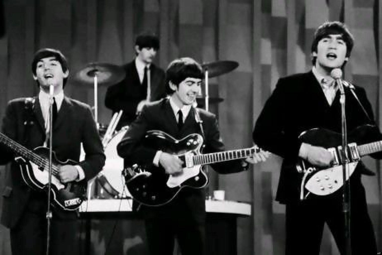 El video del Los Beatles con Lennon y los imbéciles de las redes sociales