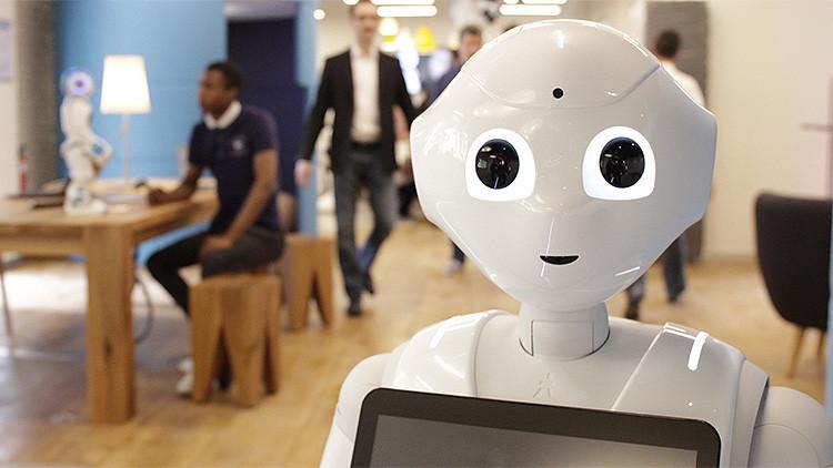 Arrestan a un japonés por dar patadas a un robot humanoide 'emocional'
