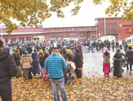 Neonazi mata a 2 personas en una escuela de Suecia