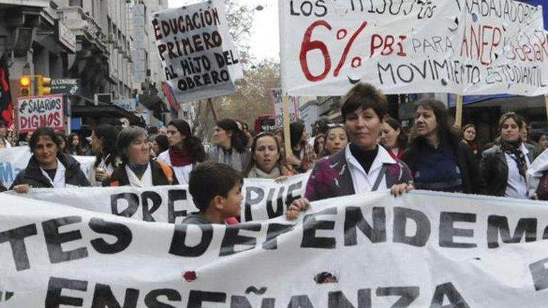 Docentes en Uruguay luchan por el derecho a una mejor educación