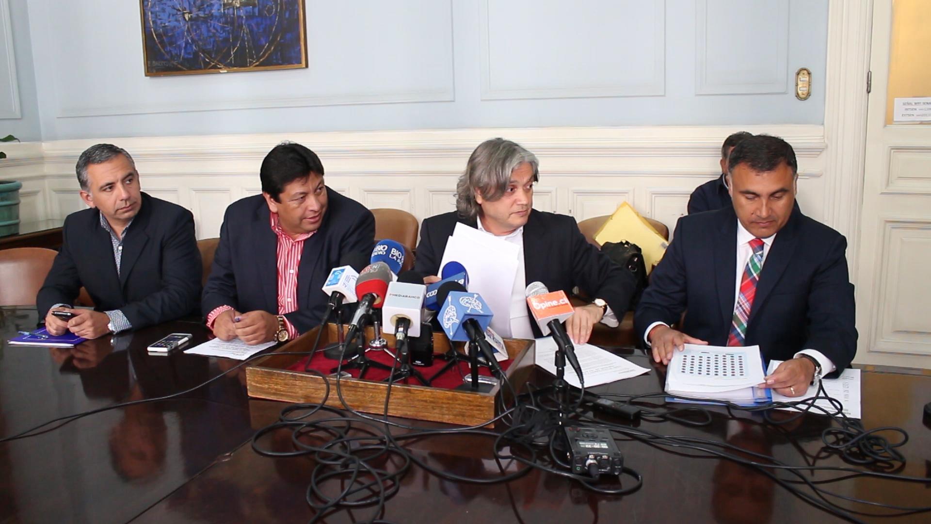 Minsal todavía no responde a propuesta de médicos cubanos para Chile