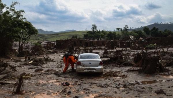Samper monitorea situación en Brasil tras derrame tóxico