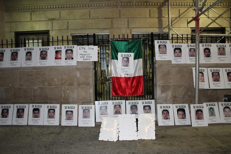 Exigen justicia por los 43 en consulado de México en NY