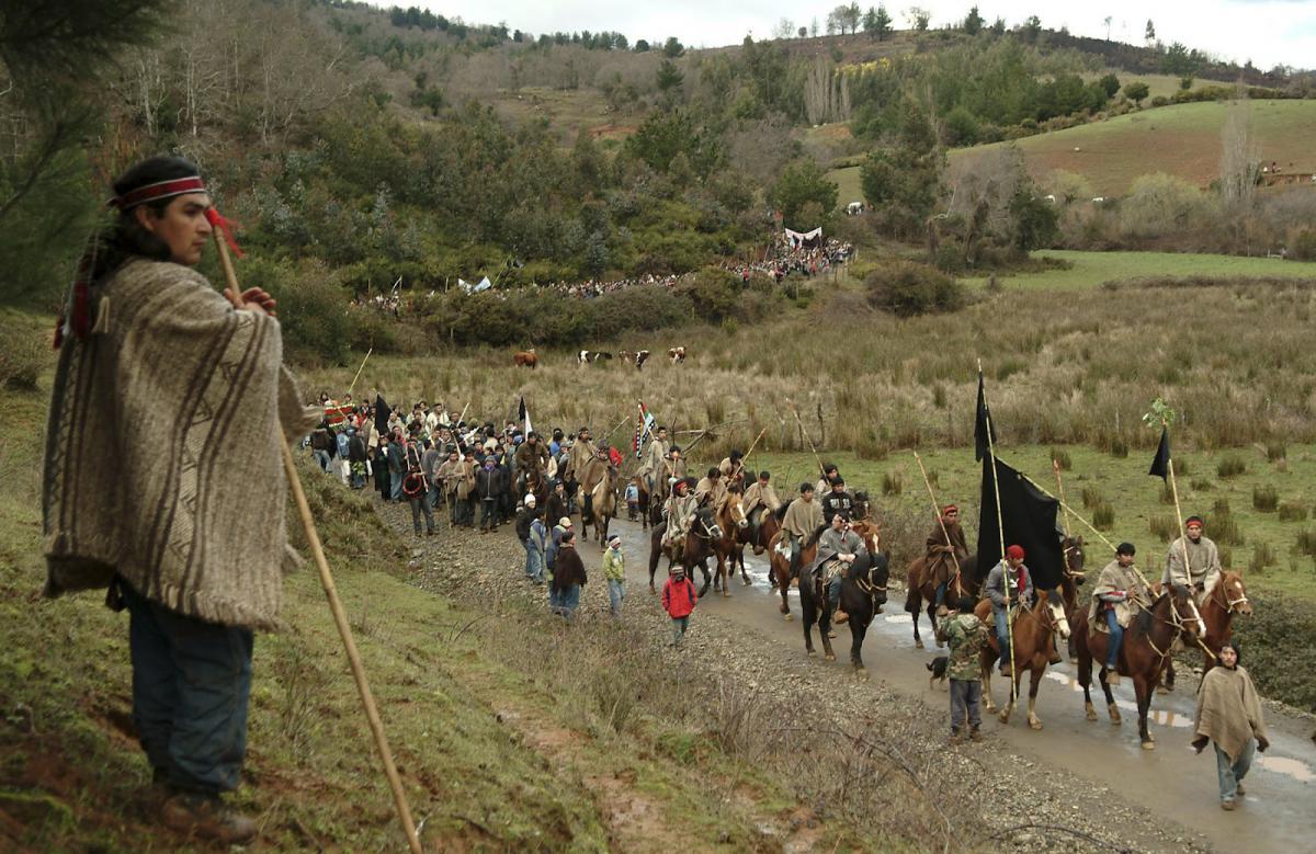 Abogado elogia el fallo de la Corte Suprema que reconoce la propiedad de tierras a mapuches en Argentina