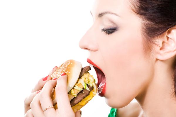 ¿En qué ayuda realmente masticar la comida 30 y tantas veces?