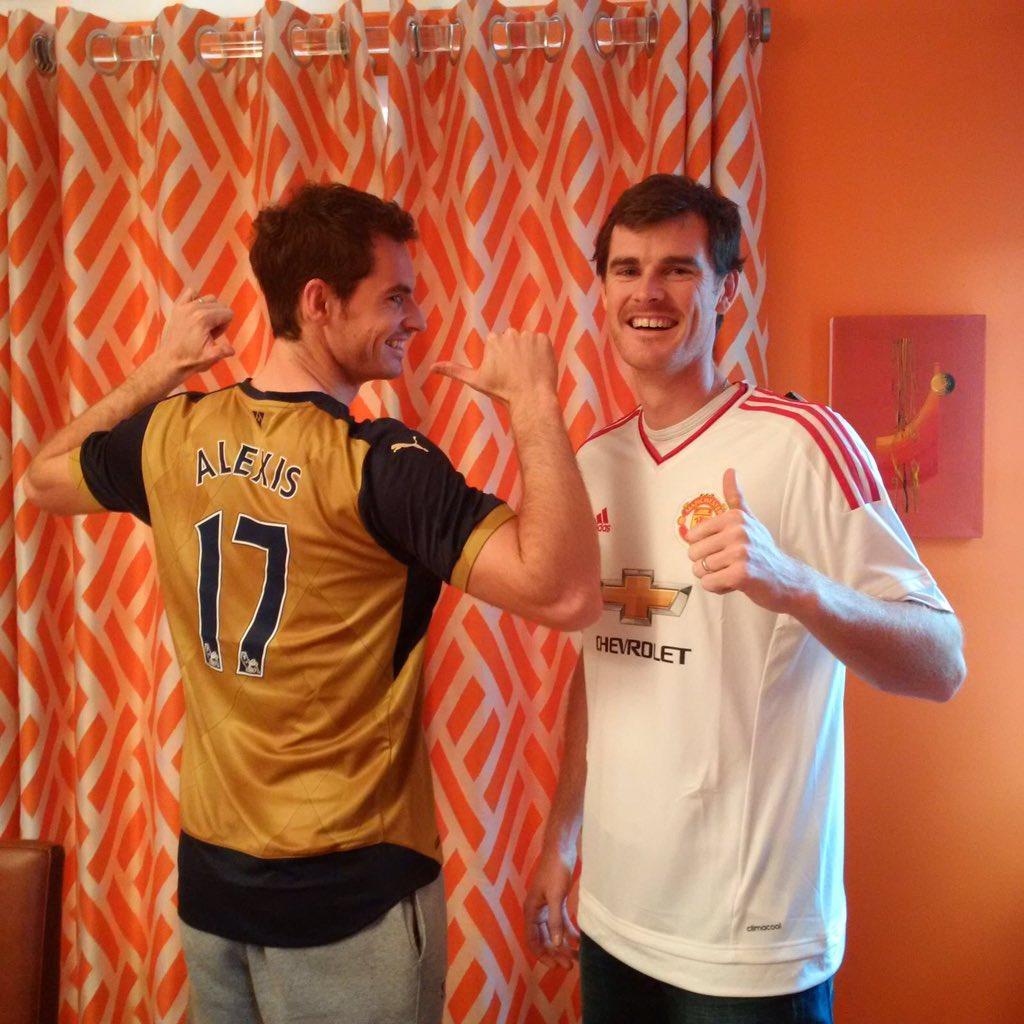 Andy Murray goza como niño con camiseta de Alexis