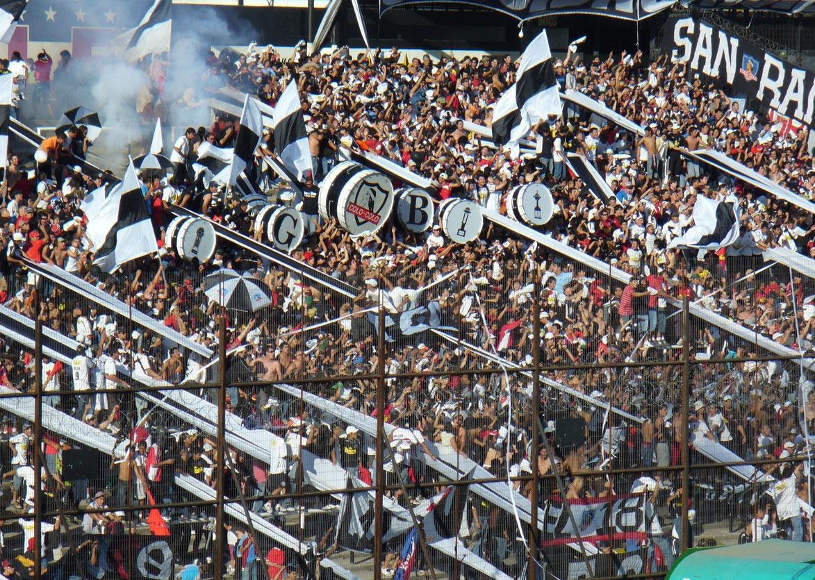 «No vuelve más el fútbol hasta que paguen los asesinos»: Las reacciones tras el crimen de un hincha a manos de Carabineros
