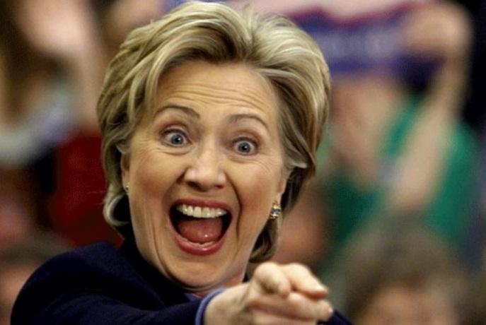 """A lo Bachelet: Hillary Clinton dice que """"no sabe"""" quién financia su campaña"""