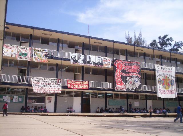 Anuncian posible paro d labores en 11 normales de Oaxaca