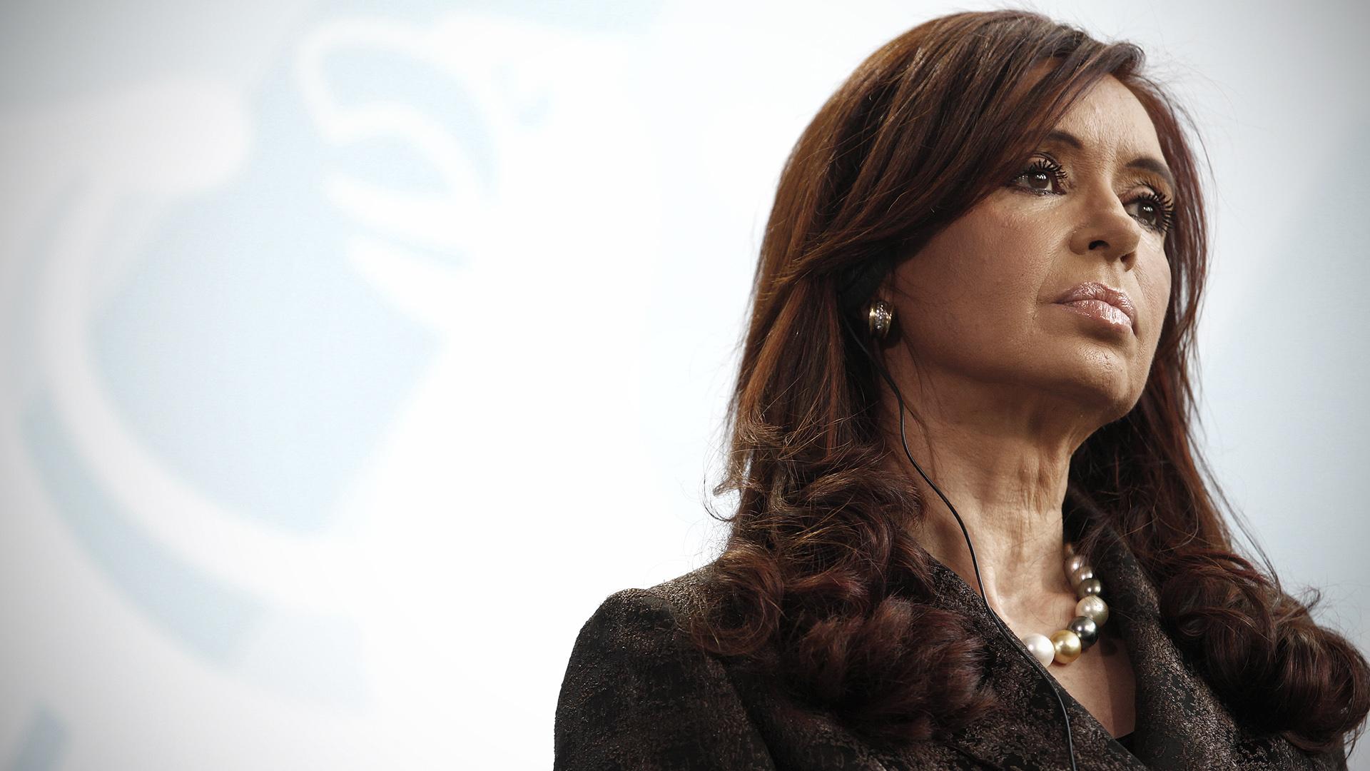 """Cristina Kirchner se reúne con sus gobernadores y llama a ser una """"oposición constructiva"""""""