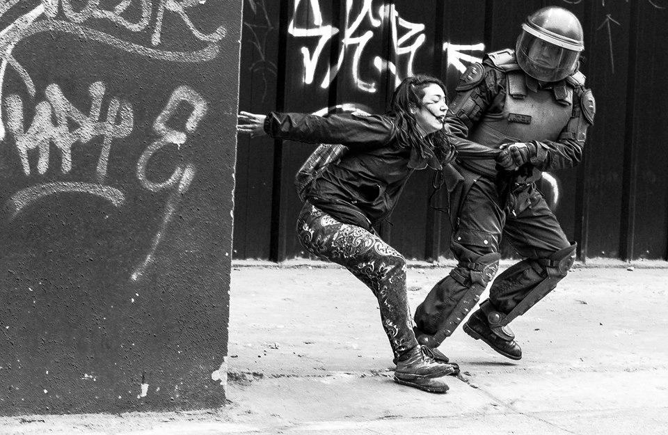 Periodistas al servicio del poder: la nueva jugada magistral de la represión en Chile