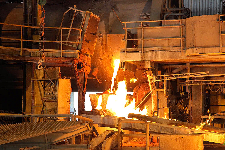 Producción industrial cae 1,4% arrastrada por frenazo en el sector cuprífero