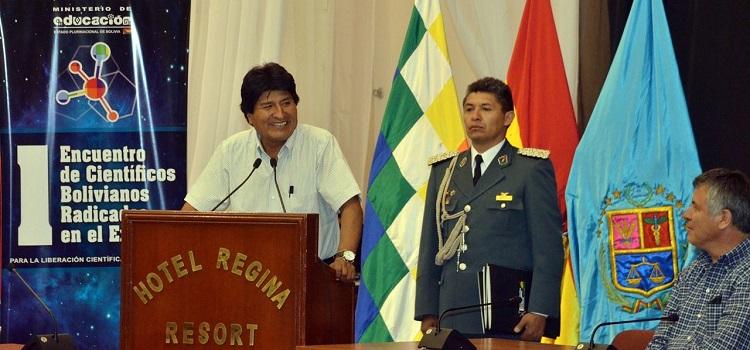 Evo Morales plantea avanzar en la liberación tecnológica y analiza crear un Ministerio de Ciencia