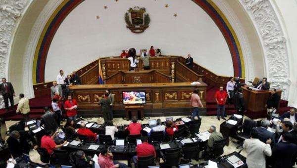 Venezuela: oposición acata resolución del TSJ y suspende funciones de diputados